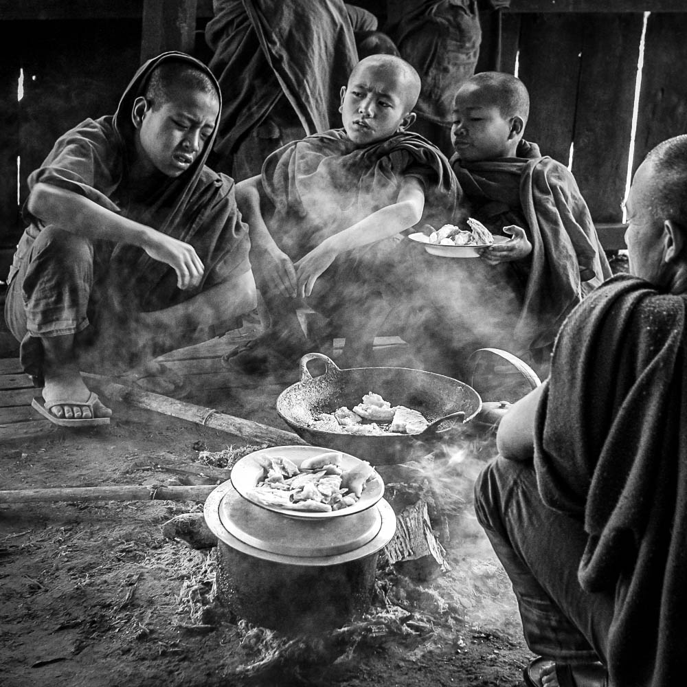 Portfolio - Photography - What you looking at? Monks in Burma (M
